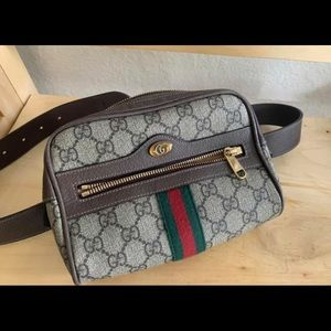 Gucci GG Supreme small belt bag